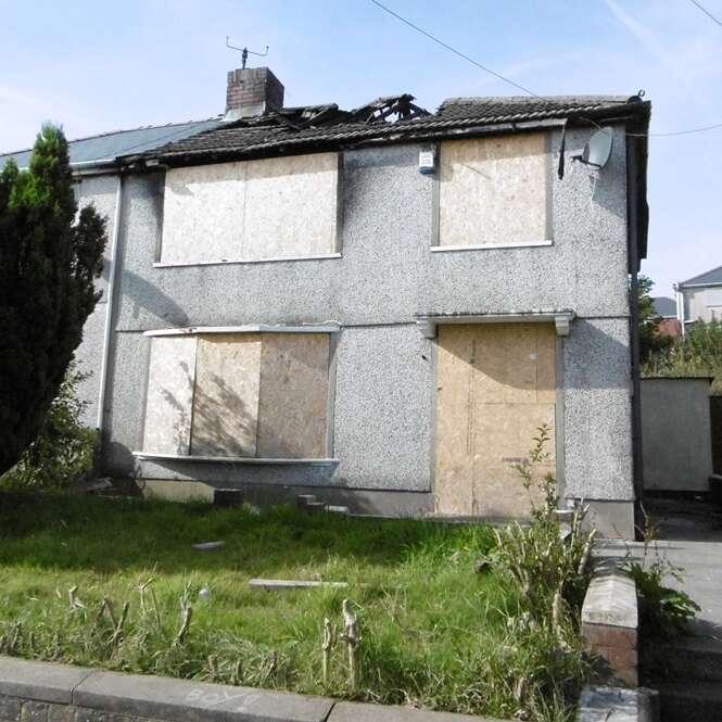 Casa incendiada há 10 anos vai a leilão por apenas 6 reais