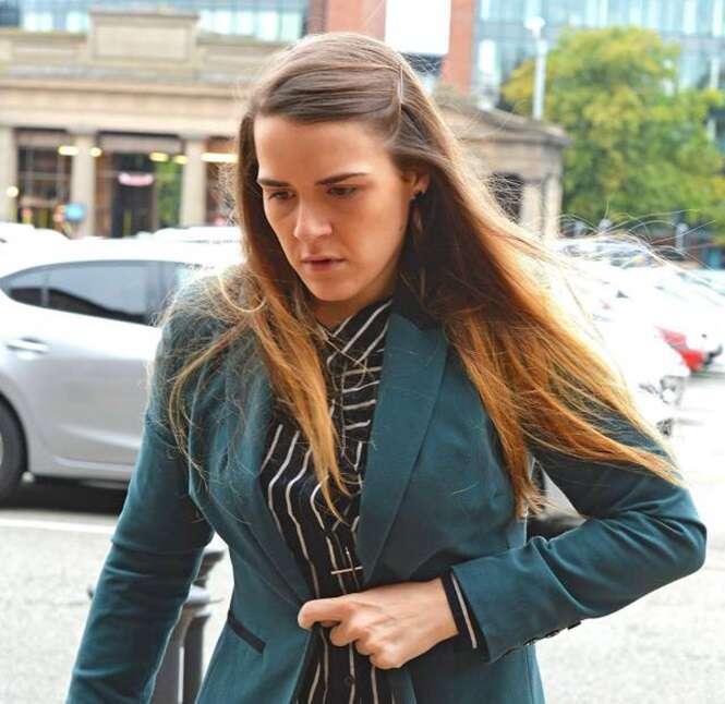 Mulher que fingiu durante 2 anos ser um homem para ter relação íntima com amiga pega 8 anos de prisão
