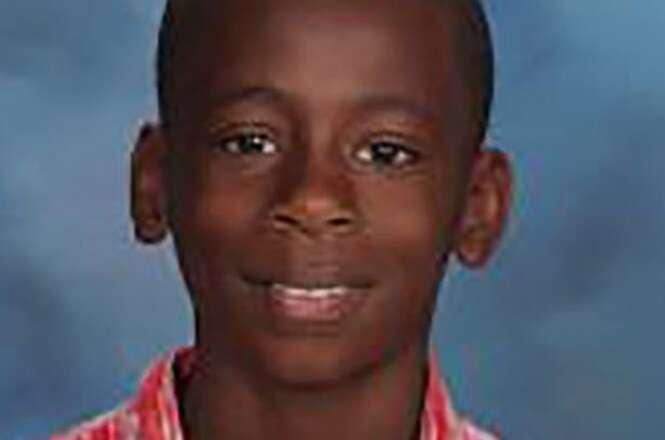 Menino de 11 anos morre após salvar a vida de sua irmã ao se jogar na frente de carro