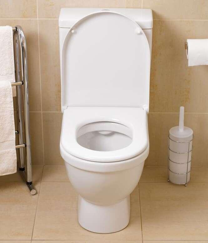 Mãe joga filho recém-nascido no vaso sanitário antes de dar descarga e deixa criança surda e quase cega