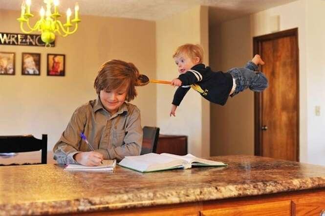 Pai edita foto de filho com Síndrome de Down para fazer criança se sentir como super-herói