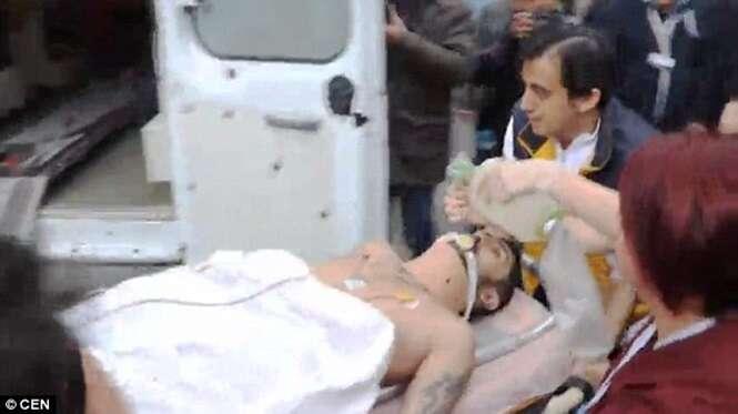 Homem cuja esposa havia acabado de dar à luz esfaqueia médica até a morte e se mata saltando do quarto de hospital