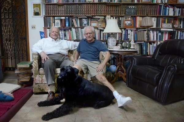 Pai e filho homossexuais entram na justiça para conseguirem se casar um com o outro