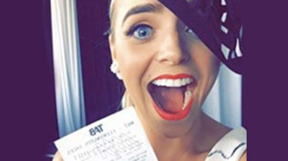 Mulher posta foto exibindo bilhete premiado e amigo do Facebook usa número do código de barras para resgatar prêmio