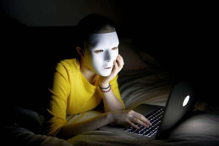 Mulher chamada Isis tem conta desativada pelo Facebook após ser confundida com grupo terrorista