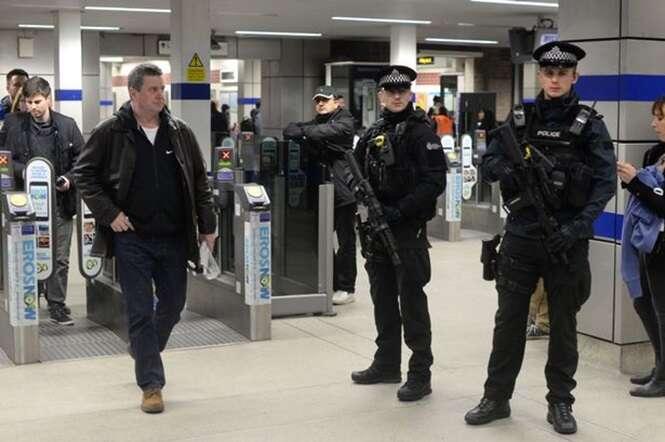 O que você deve fazer se estiver no meio de um ataque terrorista?