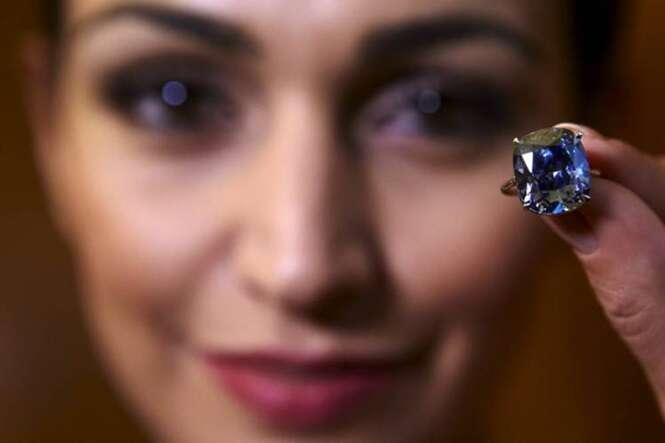 Bilionário gasta 185 milhões de reais comprando o diamante mais caro do mundo para dar à sua filha