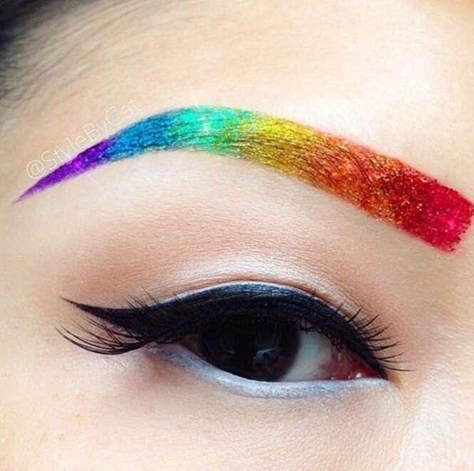 Sobrancelha arco-íris – será que a moda pega?