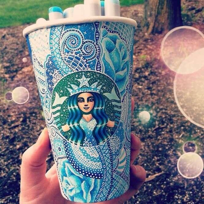 Jovem cria arte em copos da Starbucks