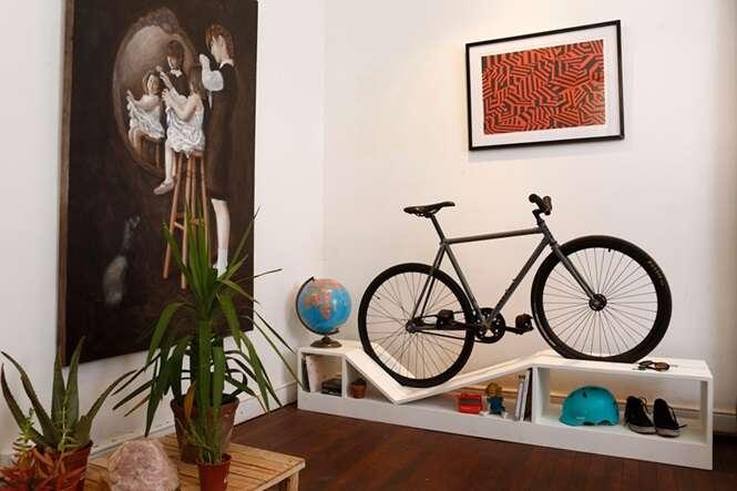 Mobílias que funcionam como suporte para bicicletas