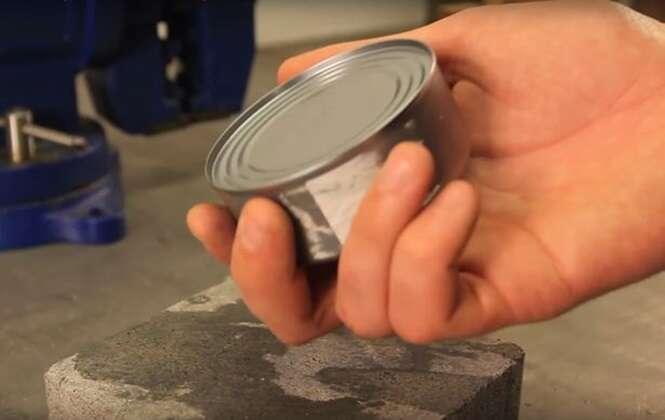 Truque simples ensina como abrir latas de metal sem abridor