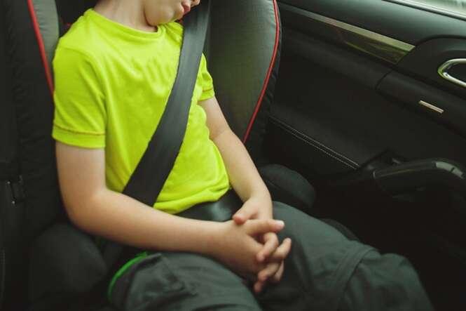 """Ladrões """"de bom coração"""" roubam carro com criança dentro e a deixam na escola"""