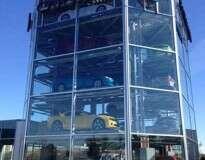 Conheça a primeira máquina de venda automática de carros que permite adquirir seu veículo com uma moeda especial