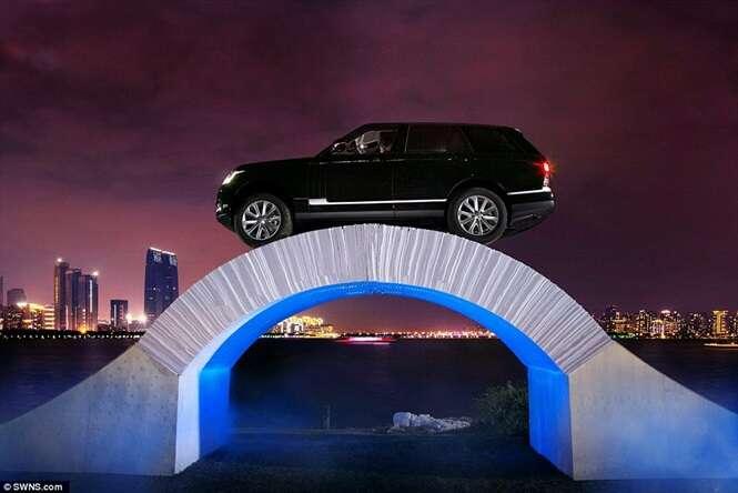 Vídeo mostra momento incrível que Range Rover atravessa ponte feita somente de papel