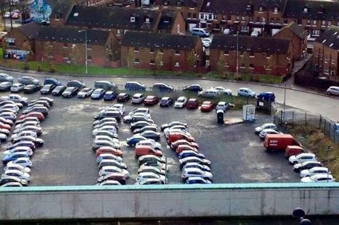 Dezenas de motoristas ficam presos após incidência de erros fazer com que seus carros ficassem presos