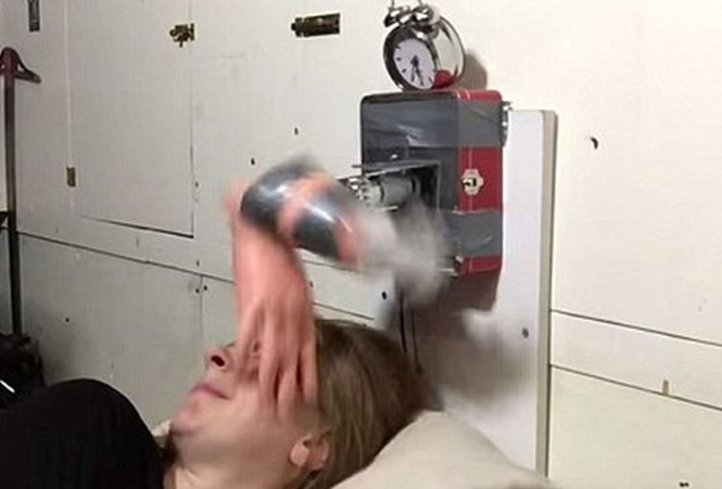Despertador inovador acorda usuário com tapa na cara