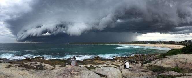 Fenômeno incrível cria nuvem tsunami e deixa moradores amedrontados na Austrália