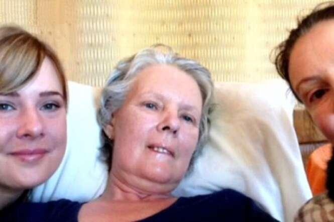 Irmãs tiram último selfie com a mãe em clínica de suicídio, momentos antes de a mulher morrer