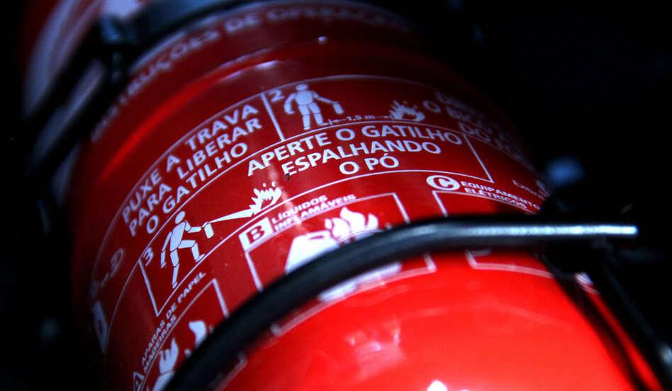 Extintor de incêndio deve voltar a ser obrigatório no Brasil
