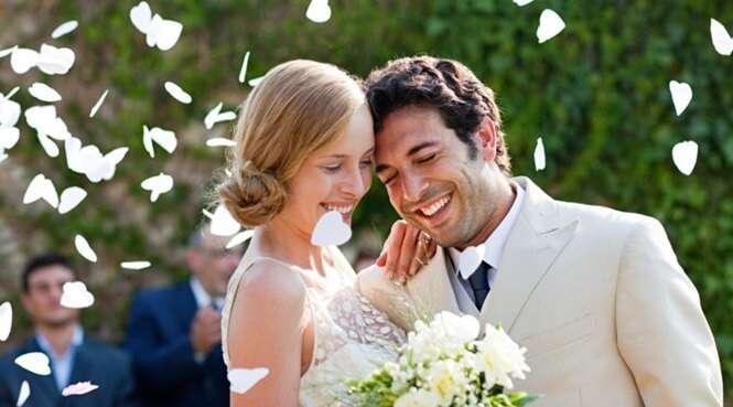 Empresa promete pagar pelo casamento de clientes mas pode receber de volta com juros caso se divorciem