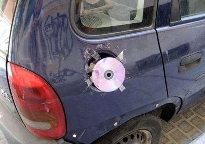 Pessoas que usam a criatividade para consertar coisas