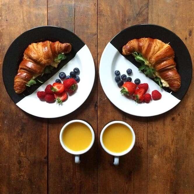 Rapaz prepara cafés da manhã simétricos para ele e a namorada