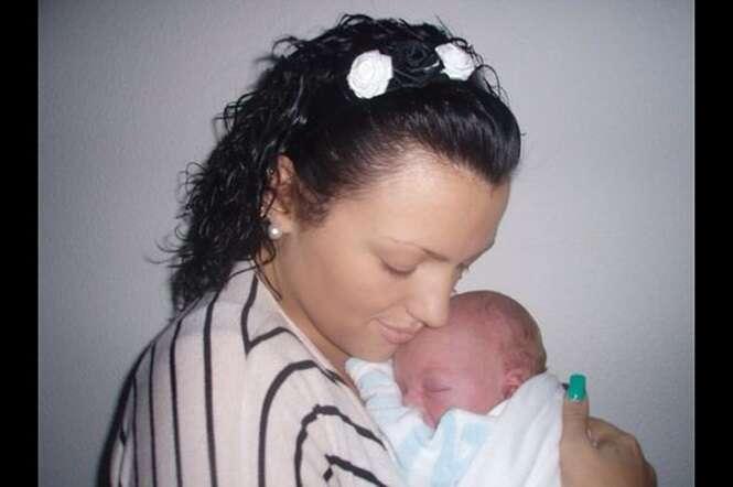 Adolescente de 16 anos que não sabia que estava grávida dá à luz no banheiro de casa