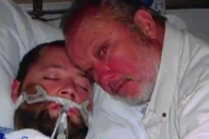Jovem diagnosticado com morte cerebral acorda no momento em que pai ameaçava atirar em médicos que queriam desligar aparelhos