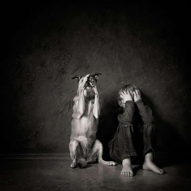 Lindas fotos de crianças interagindo com animais
