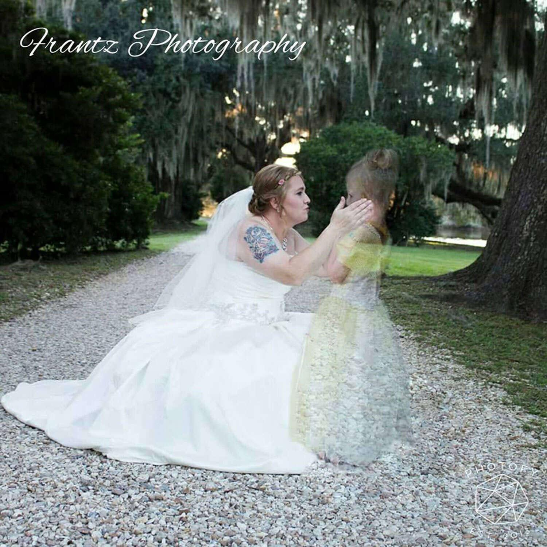 Fotógrafa presenteia noiva incluindo filha da mulher, que faleceu há dois anos, em álbum de casamento