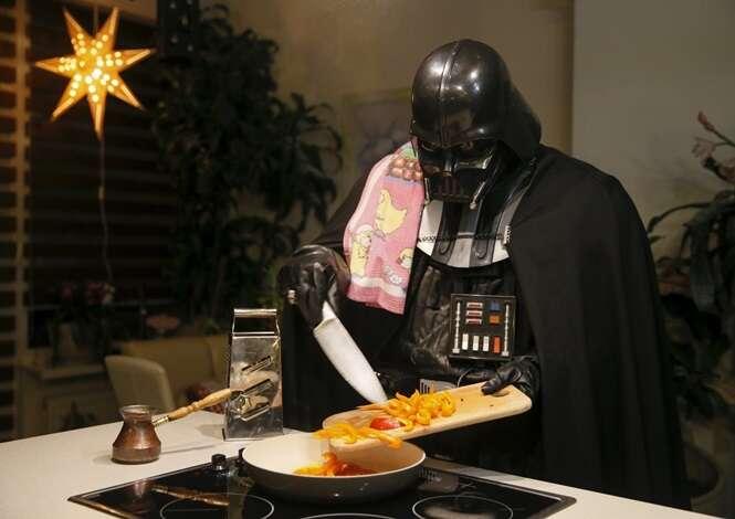 Fotos mostrando o cotidiano de Darth Vader