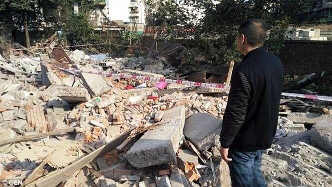 Homem chega em casa e descobre que ela foi destruída após por equipe de demolição