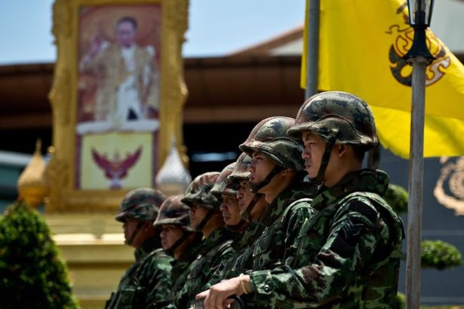 Homem é preso por curtir foto editada que ironizava rei Tailandês