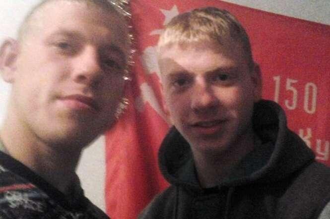 Policial envia seu irmão idêntico para substituí-lo no trabalho durante 1 ano inteiro