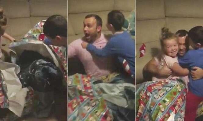 Vídeo comovente mostra momento em que pai surpreende filhos ao retornar para casa embrulhado em presente