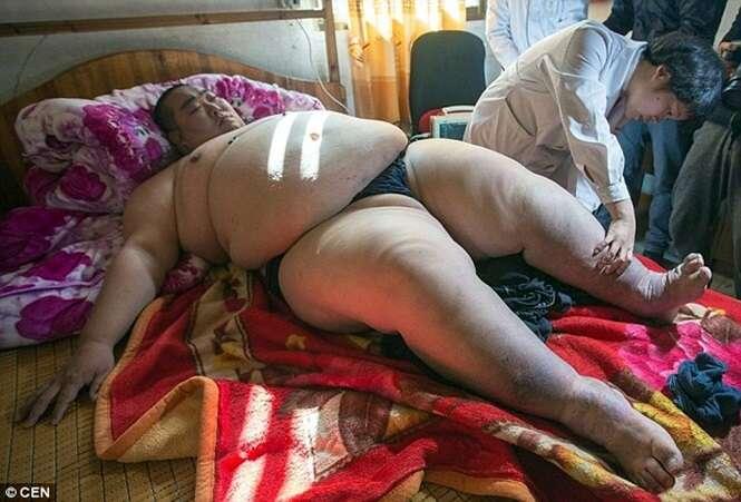Homem mais gordo da China inicia jornada para tentar perder peso