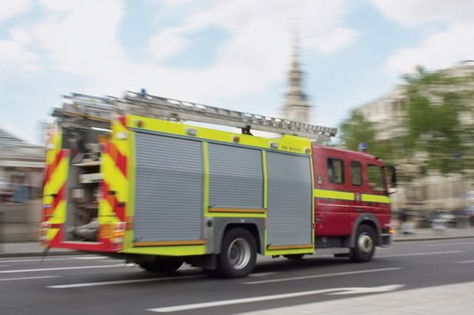 Homem fica com cinco anéis presos no pênis e é obrigado a ligar para corpo de bombeiros