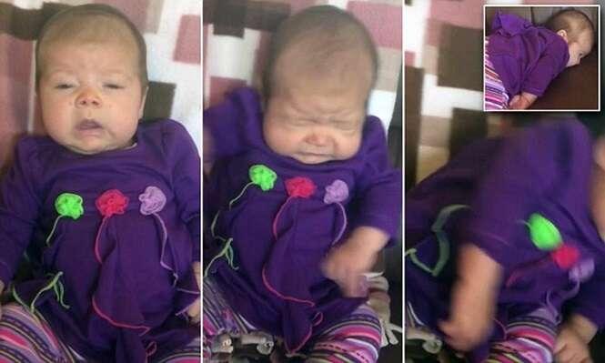 Bebê solta espirro poderoso, cai de cara no sofá e vídeo se torna viral na web