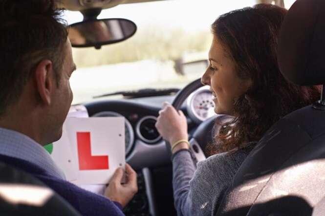 Nova lei autoriza instrutores de condução a aceitarem sexo como forma de pagamento