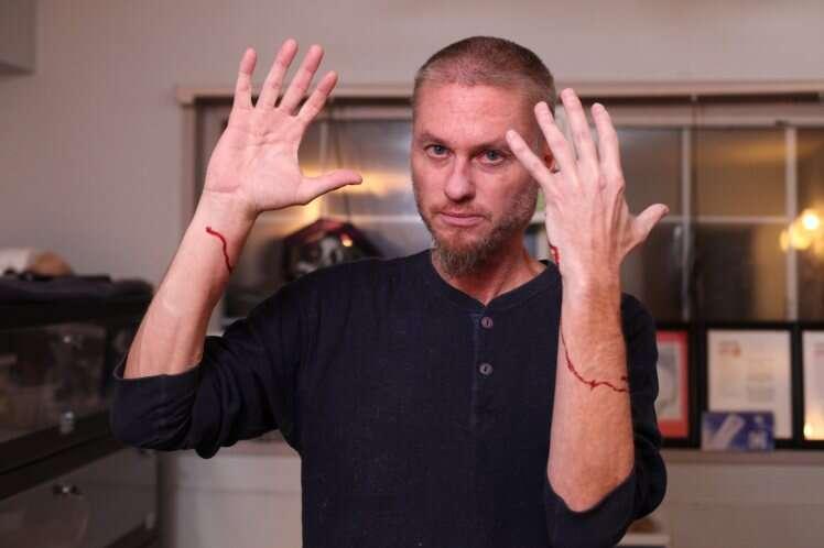 Homem picado mais de 160 vezes se torna imune a veneno de cobra