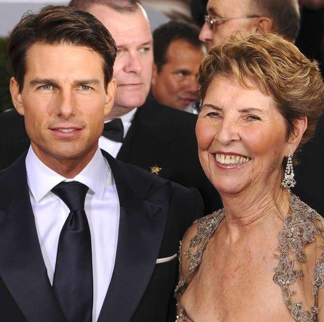 Homens famosos juntos de suas mamães