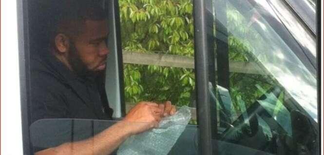 Motorista é flagrado estourando plástico bolha para evitar estressar no engarrafamento