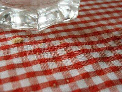Homem morre enquanto sacudia migalhas de toalha de mesa