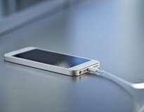 Você sabe quanto custa recarregar a bateria de seu smartphone todos os dias?