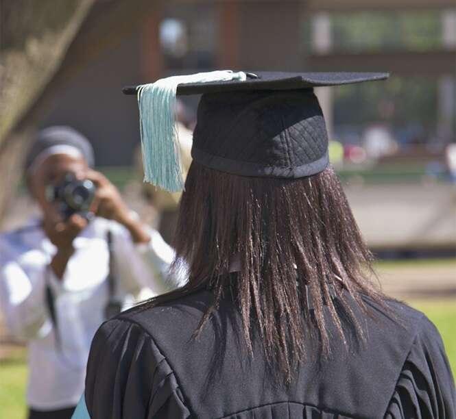 Programa de acesso à universidade oferece bolsas às alunas que provarem ser virgens