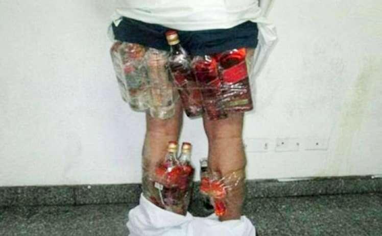 Homem da Arábia tenta contrabandear 14 garrafas de bebida alcoólica na cueca