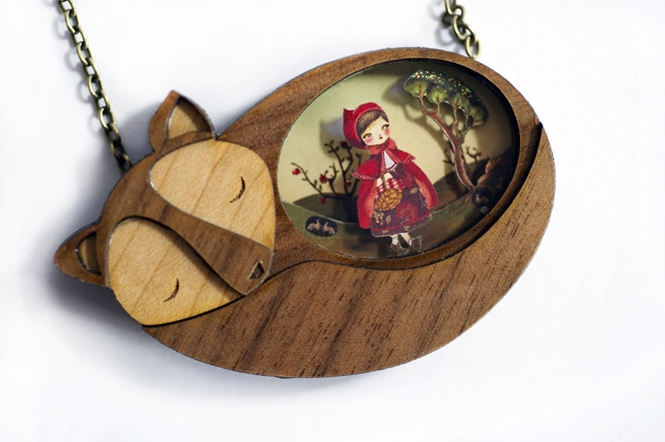 Ateliê cria contos de fadas em colares