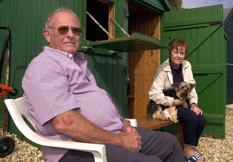 Esposa encontra marido com quem era casada há 40 anos morto