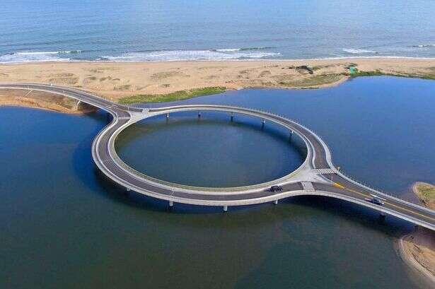 Arquitetos constroem ponte circular incrível ligando dois municípios no Uruguai