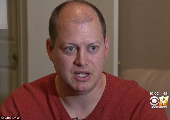 Pai é acusado por roubo após tomar celular da filha de 12 anos